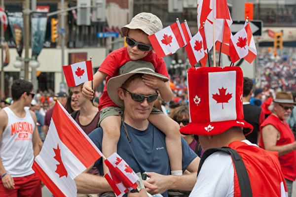 [新聞] 與本地人比 加拿大移民收入平均少10%